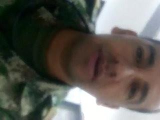 Militar Colombiano Pajiandose