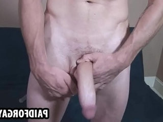 Muscular hunk masturbateing off for some money
