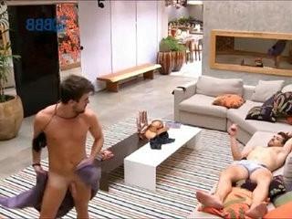 Big Brother hooter-slingsil BBB Rafael fica pelado e mostra o Pau, Pinto