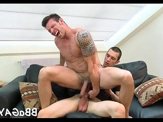 Homohook-upual chap sure knows how to ride