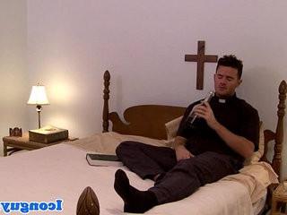 Mature priest dicksucking in trio