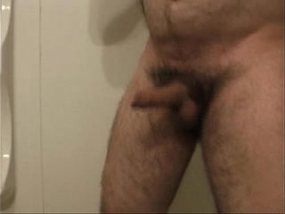 Hotel showcaseer piss
