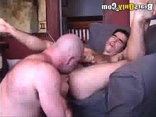 Mature musclebear Likes To Rim And Fuck