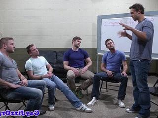 Groupsex homophile hunks sucking hard cock